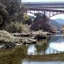 牛渕橋を見上げる