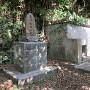 長嶺按司の石碑と墓