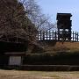 復元櫓・城門と案内板