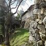 黒門跡から樅の丸、屏風櫓跡の石垣を望む
