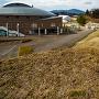 北の登城口と町民体育館