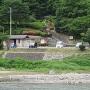 駐車場と登城口(依田川対岸から)