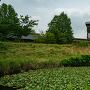 西外堀と土塁、井楼櫓(復元)