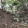堀切と崩落した石垣石