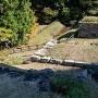 大門跡の石垣、水堀と土橋