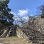 本丸大石段と本丸石垣