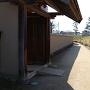 武家屋敷門と外堀土塁