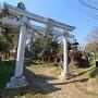 舘阯碑と東別府神社鳥居