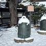 雪が積もった釣鐘