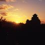 日の出と天守[提供:姫路市]