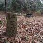 城址碑と主郭