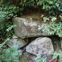 箕作山城 主郭西の虎口跡の石垣