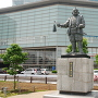 静岡駅前にある家康像