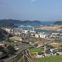 本丸跡から町と海を見下ろす