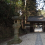 香積寺山門と土塁