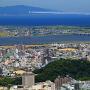 翔け抜けるブルーインパルスと、城山(渭山)