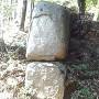 堀切部分の石とか石