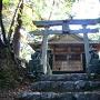 主郭に建つ竈戸神社