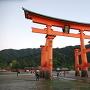 厳島神社の大鳥居(干潮時)
