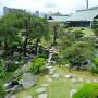 博物館と表御殿庭園を築山から