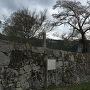 石碑と案内板と石垣