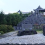 慶恩寺の駐車場にある秋山城の石碑