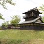 二重櫓から井楼矢倉(城祉入口より)