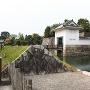 本丸櫓門と水堀と石垣