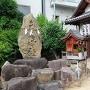 石碑と神社