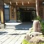 社務所入口にある甘粕備後守城跡の石碑