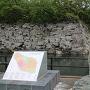 城趾碑と月見櫓跡石垣
