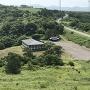 勝山城跡ガイダンス施設と駐車場
