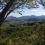 本丸から見る風景、真ん中の山が有田城