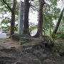 城跡碑と土塁
