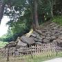 崩れた石垣