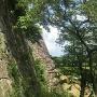 埋門から見た天守台石垣