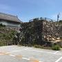 岸和田市営駐車場内の石垣