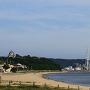 城の見える海岸