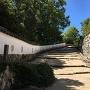 土塀と三の丸への石段