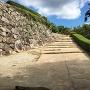 鉄門跡への石段
