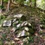 最頂部郭北側の崩壊著しい石垣