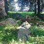 矢穴の空いた岩