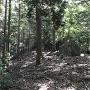 北西の曲輪の大岩