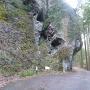 三丁弓の岩