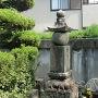 鈴木(平井)孫一の墓と伝わる五輪塔
