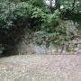 小学校の校門横の石垣
