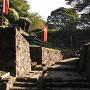 大手虎口の石垣、石畳から続く階段