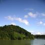 ダム湖からみた増山城跡[提供:砺波市教育委員会]