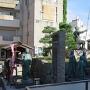 柴田一家の像