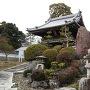 本丸跡の大乗寺と石碑